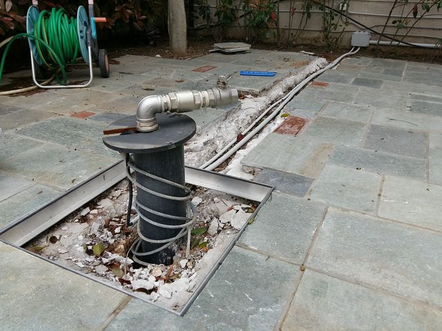 γεώτρηση σε σπίτι υπόγειο γκαράζ κήπο